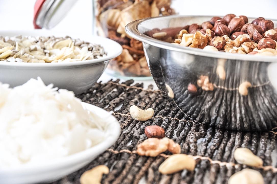 Nüsse und Kokosflocken