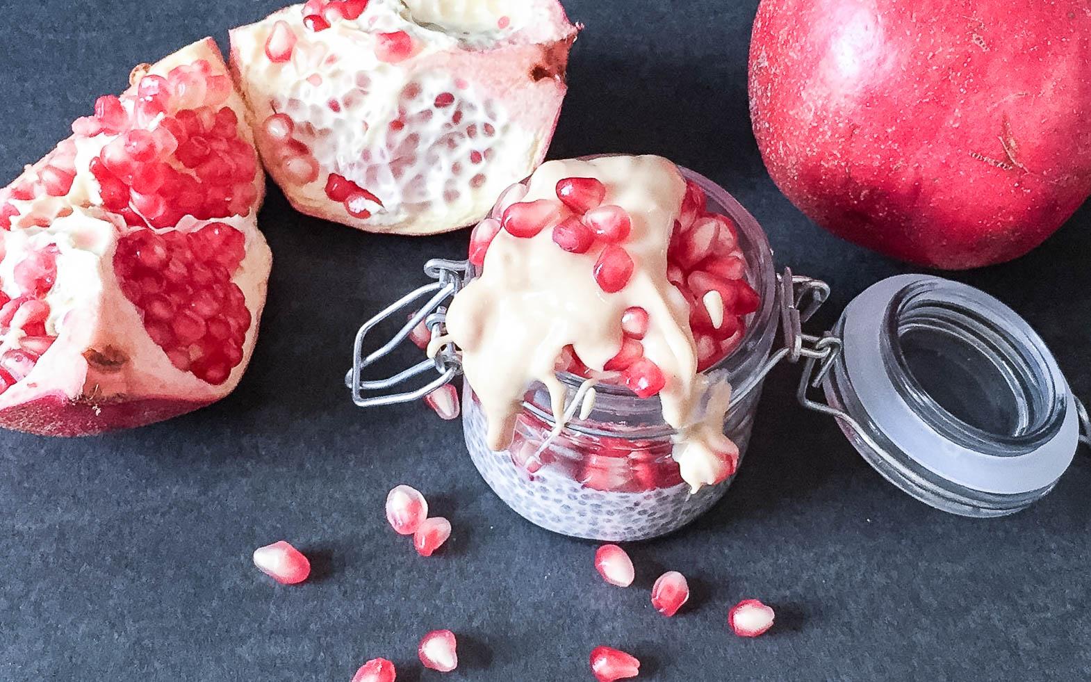Chiapudding mit Granatapfel