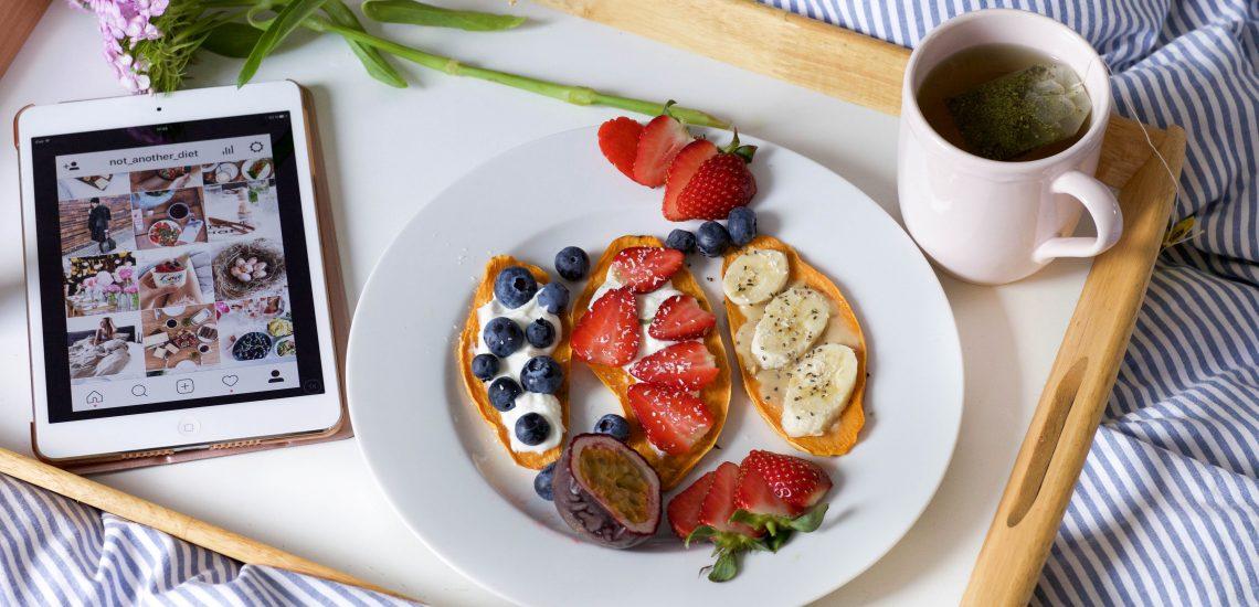 Süßkartoffel Toast mit Obst