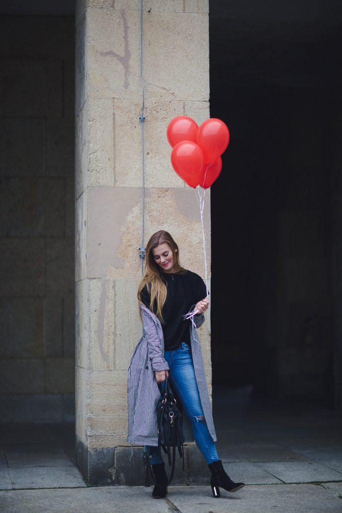 Outfit mit Luftballon