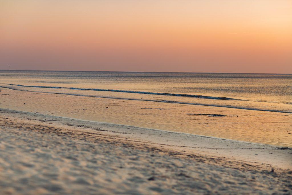 Sonnenuntergang am Strand in Khao Lak