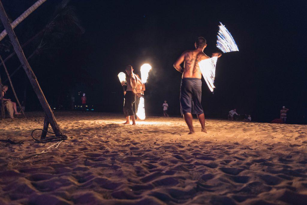 Feuerkunst am Strand
